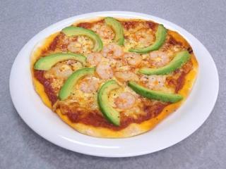 エビとアボカドのピザ.JPG